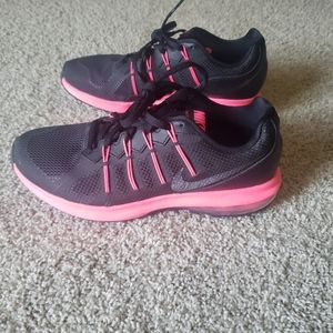 Women's Nike Air Max Dynasty Size 8 Black/Hot Pink